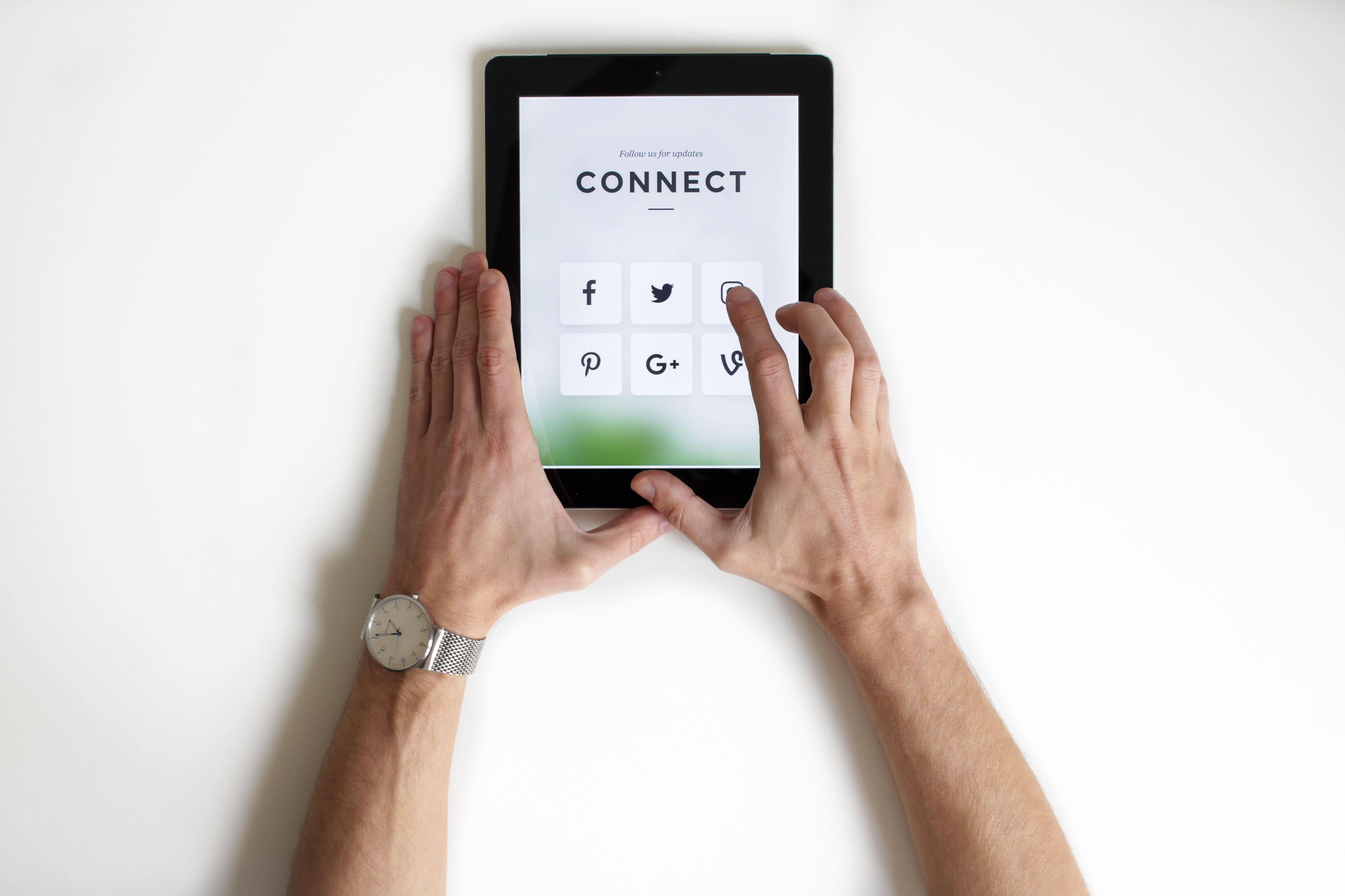 6 tips for managing social media in the workplace