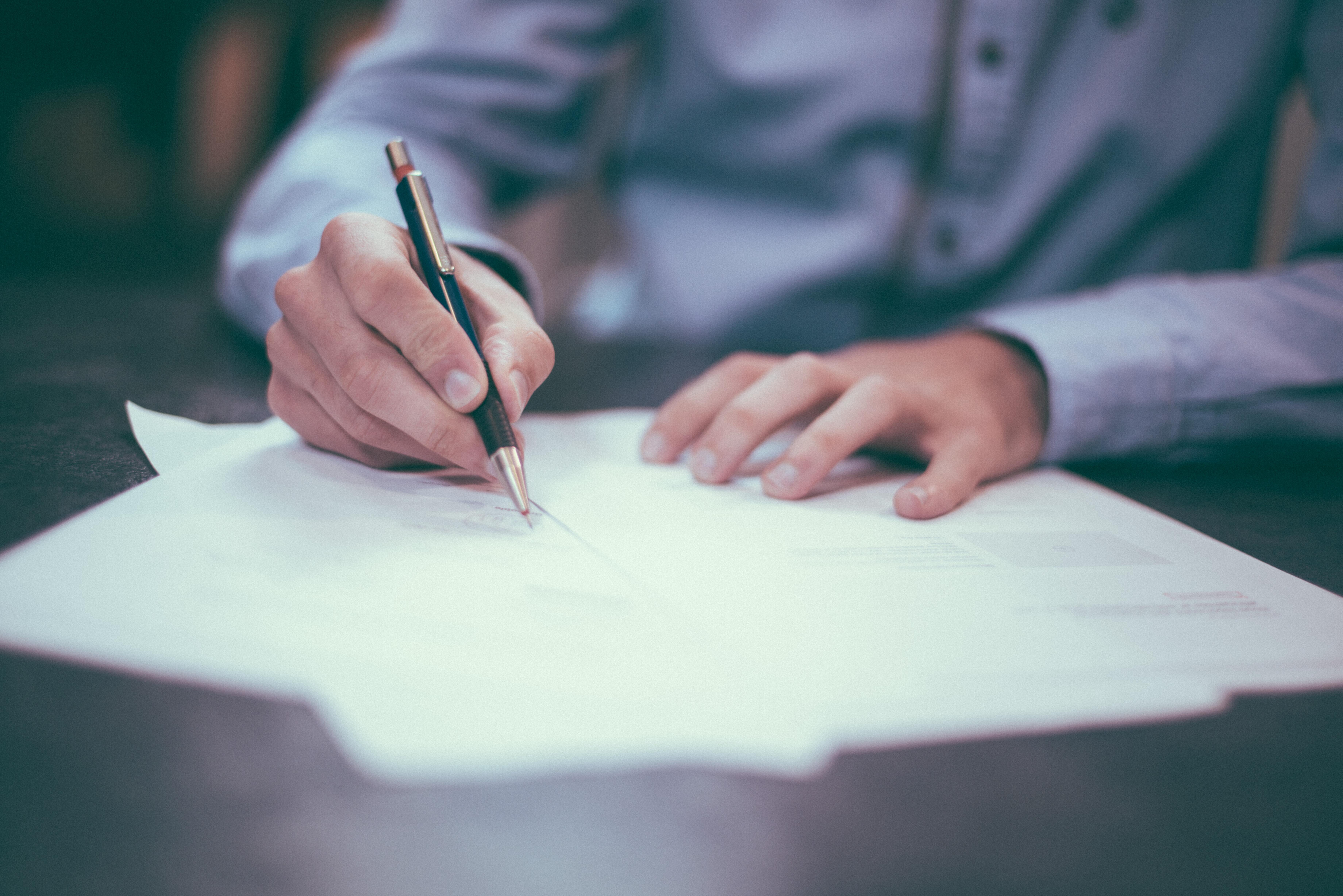 Probationary periods versus minimum employment periods – what's the difference?